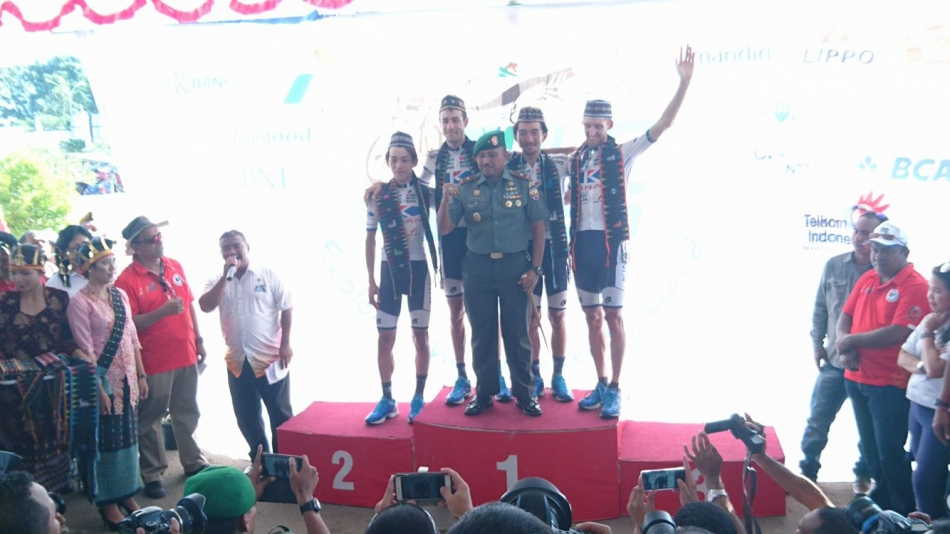 Tour de FLORES UCI2.2 KINAN Cycling Teamがチーム総合優勝