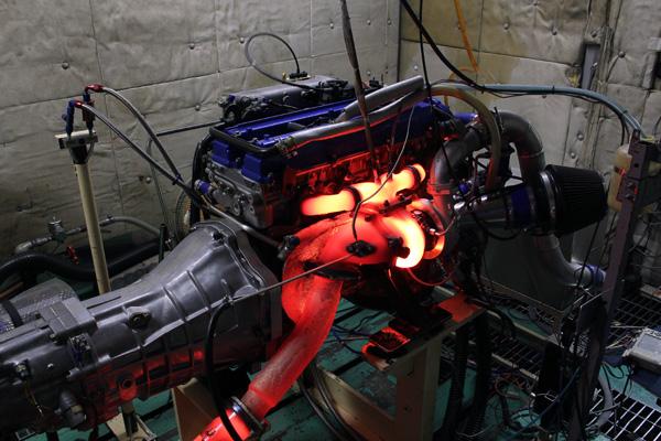エンジンベンチ検査風景
