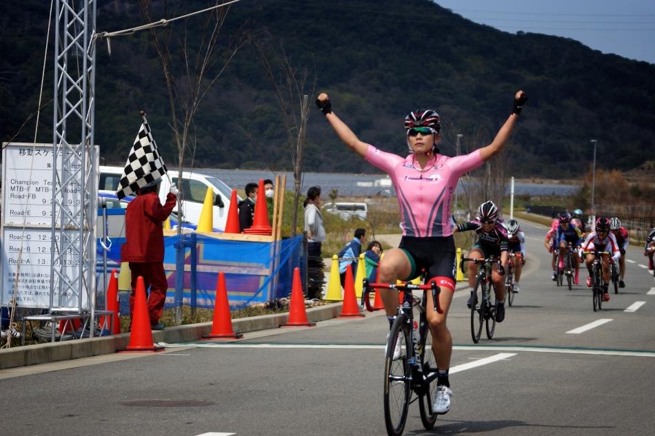 第1回JBCF岬町クリテリウム 吉川美穂(LiveGARDEN BiciStelle)が開幕から2連勝